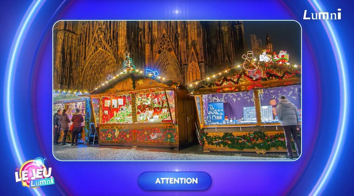 L'image représente les petites maisons du marché de Noël à Strasbourg